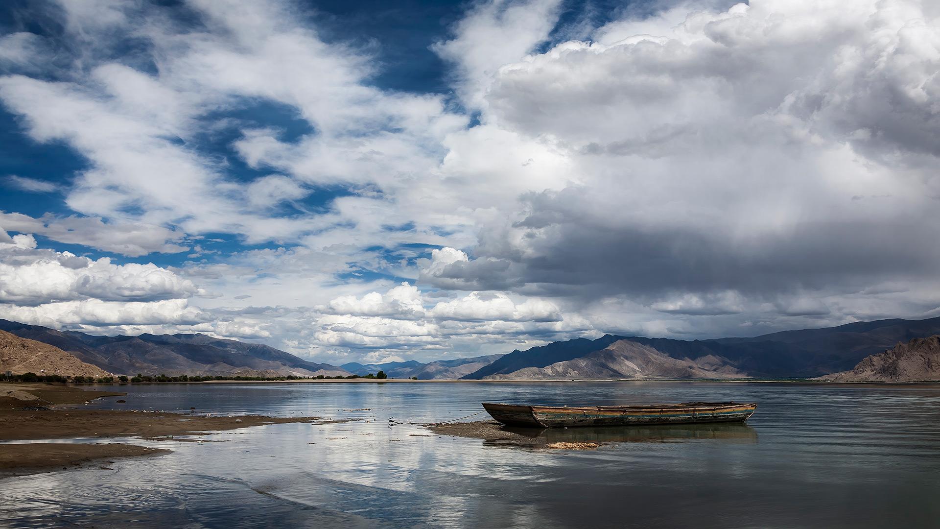 Yarlung Tsangpo. Samye, Tibet